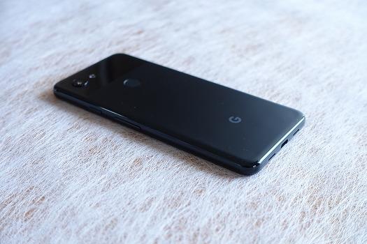 Pixel 3aの側面部は丸みを帯びた形状