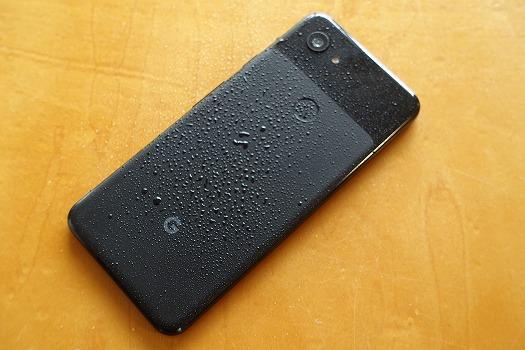Pixel 3aは雨がかかっても大丈夫